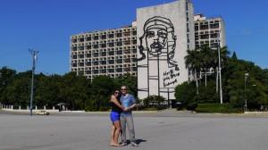Aurelien et Lorena place de la révolution Cuba